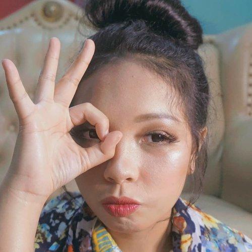 Korean Makeup Look dadakan by @muasibarani10 , korean makeup look sebenernya simple pake banget menururku cuma lebih effort di bagian mata dan alis, bikin alis senatural mungkin dan ngga ngebentuk banget khas makeup korea.. Sebelum nonton indonesia idol kita kita lemesin dulu tanganya shayy udah lama soalnya ngga makeupin wajah orang even wajah sendiri 🙃  . . . . . . . . . . . . . . . . #ClozetteID #BloggerMafia #MakeupLooks #MakeupLook #Tutorial #Tutorials #makeup #beauty #beautyblogger #indonesiabeautyblogger #indobeautygram #bblogger #asianblogger #bbloggers #like #like4like #follow #instabeauty #followforfollow #likeforlike #makeupindo #makeupindonesia  #l4l #jbbmakeuplook  #JBB  #koreanmakeuplook