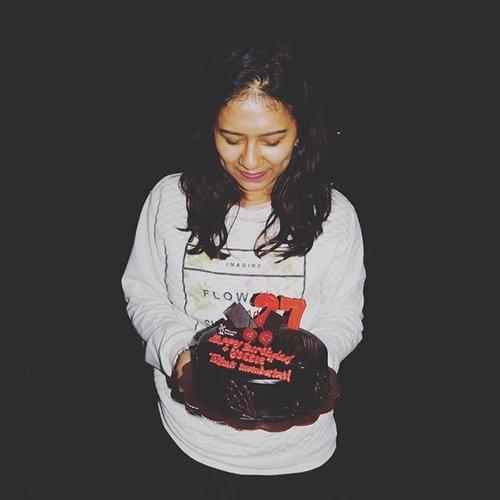 My Cake 🎂🎈🙆. Thank you daddy Jesus, penyertaan-Mu Selalu nyata di kehidupanku. i'm blessed 🙇🙏. #YossiBirthday #Birthday #Birthdays #like4like #likeforlike #like4follow #like #likers #ClozetteID #bloggerindonesia #blessed #myday #vsco #vscocam #couple #happybirthday #happy #bless #thankful