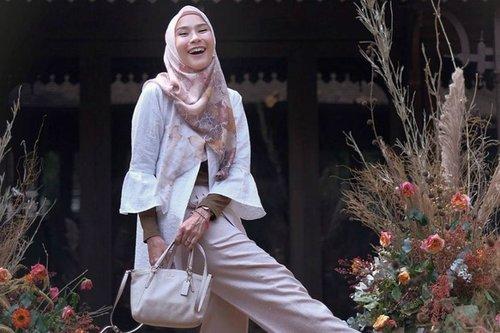 Hangout Pakai Baju Tidur, Gaya Hijab Zaskia Adya Mecca Disorot
