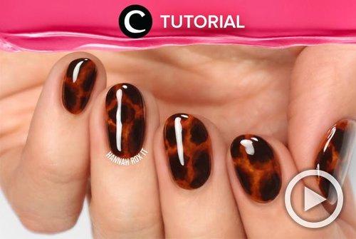 Tortoise shell nail art lagi sangat tren belakangan ini. Mau coba buat sendiri di rumah? Bisa, kok. Intip caranya di: http://bit.ly/2Pmrpxi. Video ini di-share kembali oleh Clozetter @ranialda. Lihat juga tutorial lainnya di Tutorial Section.