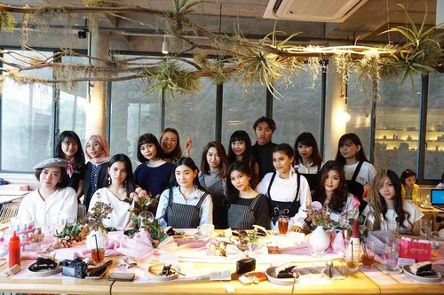 All beauties in a frame at Someday New Collection Spring Fling 2017 event. Thank you for today @someday.indo  @eminacosmetics & @thewetbrush 💖 . . . #ClozetteID