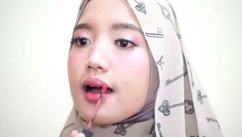 Cukup dengan Rp 200.000,- saja, kamu bisa lho mendapatkan full makeup, Clozetters.Simak video berikut ini yuk!Product Details:- Wardah BB Cream Rp 30.000,-- Purbasari Two Way Cake Rp 40.000,-- Mizzu Gradical Eyeshadow Rp 45.000,-- Just Miss Eyebrow Pencil Rp 8.000,-- Makeupuccino Lash Addict Rp 28.000,-- Purbasari Hi-Matte Rp 42.000,-..#ClozetteID #makeuptutorial #tutorialmakeup