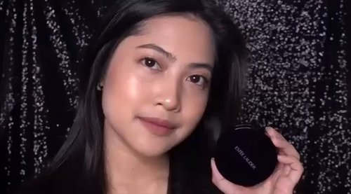 Happy Friday! Need a long lasting foundation recommendation to cover your weekend? See our review about @esteelauder Double Wear To Go. Don't forget to turn on the sound to hear our Crew @vienarissanty's live review.#ClozetteID #esteelauderdoublewearfoundation #esteelauderindonesia #esteelauder #esteelauderdoublewear