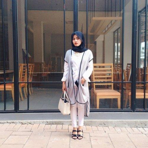 Sleveless blazer seperti yang dikenakan #Clozetter @inedewi menjadi salah satu busana yang sedang tren saat ini. Khusunya bagi hijabers. Blazer ini juga multifungsi dan dapat dipadankan dengan berbagai gaya lho. Ingin tahu? Yuk lihat inspirasinya di sini bit.ly/clozettehijabcasual#ClozetteID #fashion #outfitinspiration #instafashion #clothes #instalook #outfit #ootd #portrait #clothing #style #look #lookbook #lookoftheday #outfitoftheday #ootd #stylish #instaoutfit #hijab #hijabcommunity #hijabstyle #hijabfashion