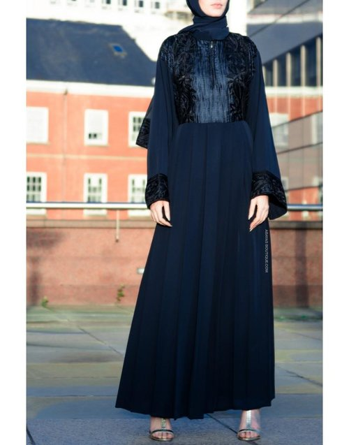 10 Latest Velvet Abaya Styles And Tips On How To Wear Them
