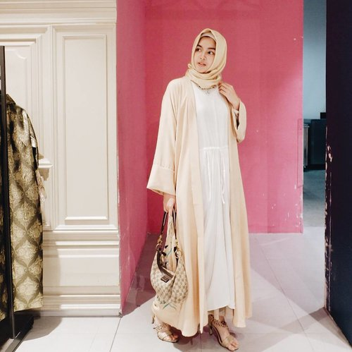 Spotted @SafarahAfifa look effortlessly gorgeous wrapped in one of Central Dept. Store Ramadhan Collection. Come to @CentralStoreID and steal her style! #centralramadhansoiree #centralgrandindonesia #lewisandcarolteatalks#ClozetteID