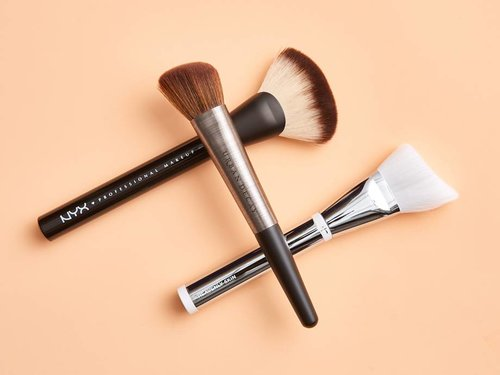 Natural vs. Synthetic Makeup Brushes