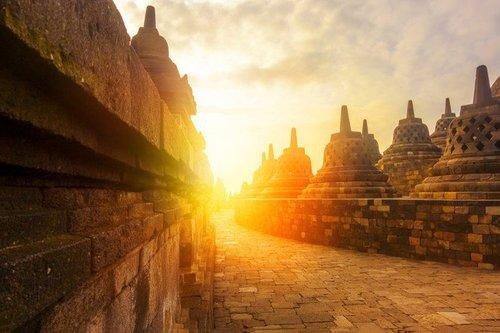 Selain Borobudur, 5 Tempat Wisata Indonesia Ini Juga Punya Sunset Indah