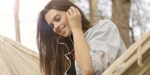 Mood Booster! Daftar Lagu 90an yang Bikin Kamu Semangat Lagi