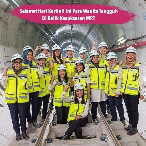 Gimana, libur panjang sudah sempat coba MRT, belum? Berkenaan dengan hari Kartini, yuk kenalan dengan wanita-wanita tangguh yang ikut menyukseskan proyek MRT Jakarta, salah satunya ibu Silvia Halim yang menjabat sebagai Direktur Konstruksi MRT Jakarta. Masih ragu jika kita bisa menjadi apapun yang kita mau? Selamat hari Kartini!.📷 @silviahalim18 #ClozetteID #kartiniday #kartiniday #harikartini #harikartini2019 #silviahalim #mrtjakarta