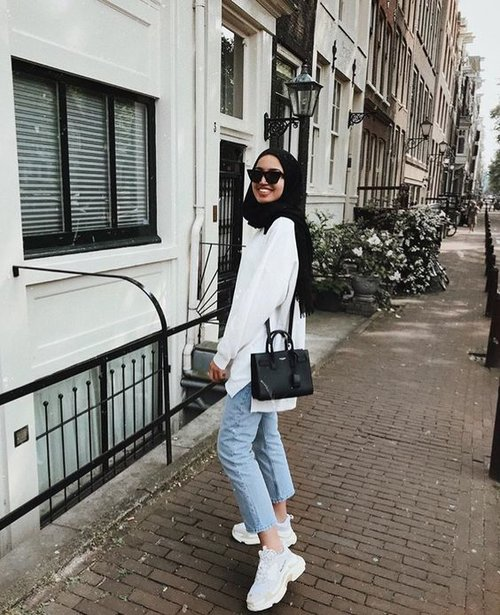 How to Pull Off Sneakers With Hijab Outfit - Hijab-style.com