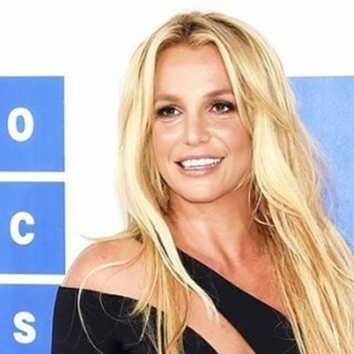 Finally, after 9 year since her last performance at MTV Music Award, Britney Spears did her come back in 2016! #ClozetteID #entertainment  Photo from usmagazine.com ( Jamie McCarthy/Getty Images)