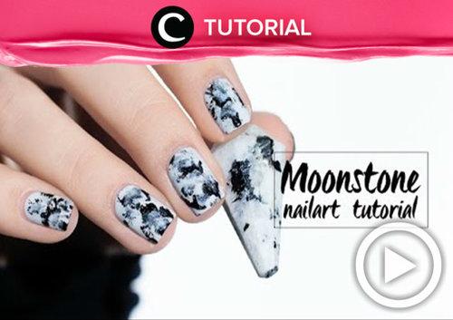 Ingin membuat nail art yang unik dengan nuansa monokrom? Yuk, coba moonstone nail art yang bisa kamu ikuti dengan tutorial berikut ini http://bit.ly/2gIkOc8. Video ini di-share kembali oleh Clozetter: julihadi. Cek Tutorial Updates lainnya pada Tutorial Section.