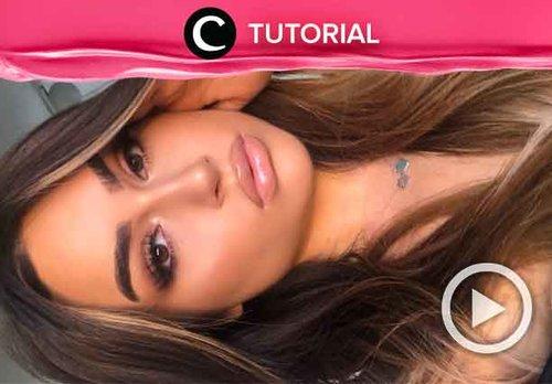 Sedang mencari inspirasi summer makeup untuk liburanmu? Tutorial ini bisa kamu tiru, Clozetters: http://bit.ly/2YVTQDF. Video ini di-share kembali oleh Clozetter @kamiliasari. Lihat juga tutorial lainnya di Tutorial Section.