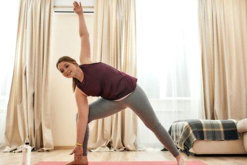 5 Gerakan Yoga Wanita Untuk Menurunkan Berat Badan Bagi Pemula