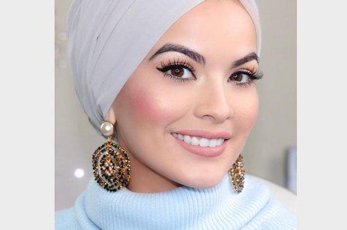 Contek Tutorial Hijab Turban yang Mudah Tanpa Menggunakan Peniti - Stylo.ID