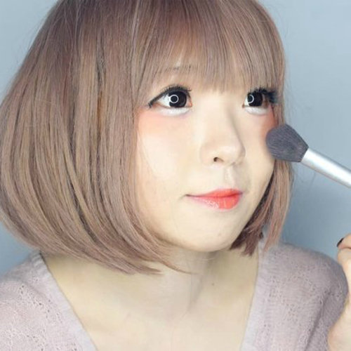 Clozetters Look Uber Cute While Trying Igari Makeup