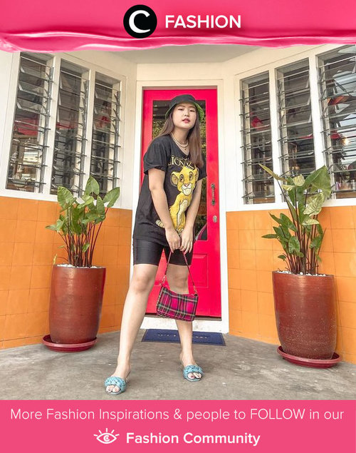 Casual look ala Clozette Ambassador @reginabundiarti: black tees, black bicycle pants, and black bucket hat. Simak Fashion Update ala clozetters lainnya hari ini di Fashion Community. Yuk, share outfit favorit kamu bersama Clozette.
