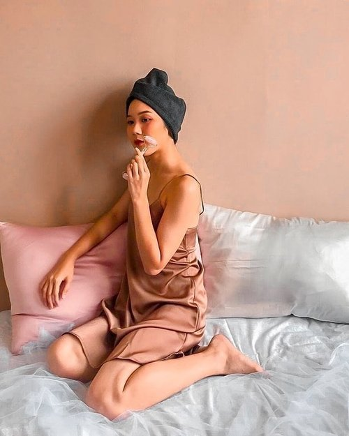 Simple me-time versi Clozetter @elgrithelaurensia : Take a shower, use jade-roller for face massage, and sleep in her comfortable bed.Download Clozette Indonesia App di Google Play dan dapatkan daily updates of Fashion, Beauty, Hijab and Lifestyle. #ClozetteID