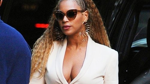 Beyoncé Steps Out in the Hairstyle of the Summer—And Makes It Her Own