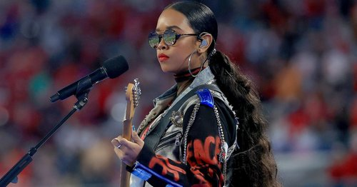 H.E.R.'s Two-Toned Denim and Leather Super Bowl Pants Deserve a Trophy