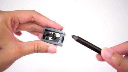 Clozetters, berikut tips meraut pensil anti patah dari Clozette Crew untuk kamu yang suka kesulitan saat menajamkan pensil eyeliner, alis ataupun bibir.Selamat mencoba!#ClozetteID #tutorialbyclozetteid