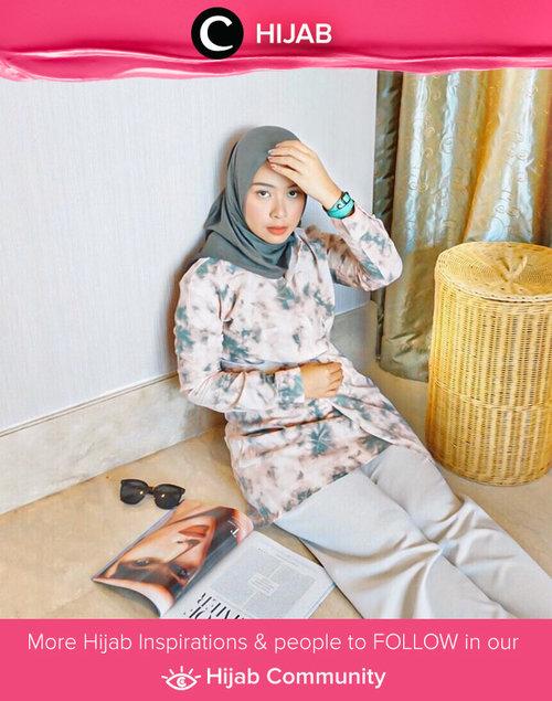 Tie-dye outfit jadi tren fashion 2020 yang amat happening. Kamu sudah punya berapa item tie-dye, Clozetters? Image shared by Clozette Ambassador @fazkyazalicka. Simak inspirasi gaya Hijab dari para Clozetters hari ini di Hijab Community. Yuk, share juga gaya hijab andalan kamu.