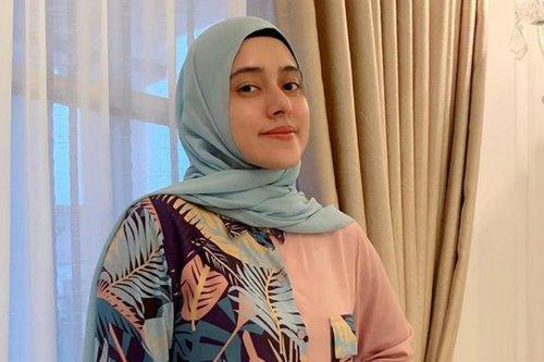 Padu Padan Outfit Hijab Tartan ala Fairuz A Rafiq