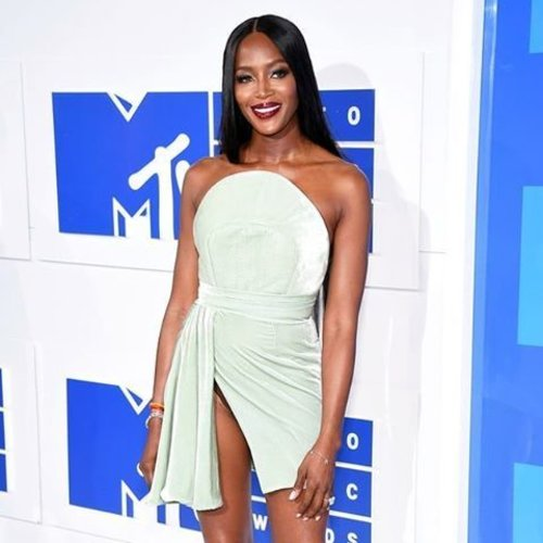 Naomi Campbell's look at MTV Music Award 2016 win our heart! Super in love with her washed color slit dress which give a contrast effect againts her skin color. So pretty. 😍 #ClozetteID #fashion Photo from usmagazine.com (Dimitrios Kambouris/WireImage)