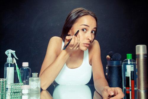 Ini Yang Terjadi Jika Tidak Hapus Eyeliner Dengan Benar Di Waterline