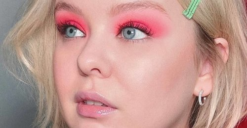 Nicola Coughlan's makeup artist shares EXACTLY how to work the single-colour eyeshadow trend