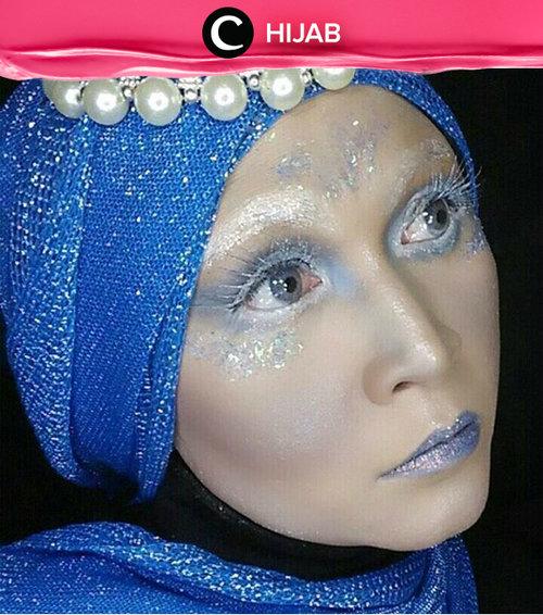 Berkreasi dengan makeup memang tidak ada habisnya. Contek inspirasi frozen makeup look seperti Clozetter yang ini. Simak inspirasi gaya di Hijab Update dari para Clozetters hari ini, di sini http://bit.ly/clozettehijab. Image shared by Clozetter: edelyne. Yuk, share juga gaya hijab andalan kamu.