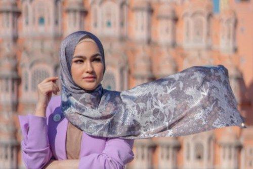 Tampil Cantik di Bulan Ramadan Dengan Hijab Motif Ala Hijaber Asal Malaysia Elfira Loy