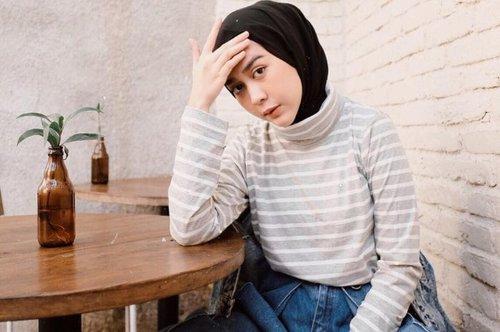 Inspirasi Outfit Hijab Kekinian dengan Long Hoodie ala Intan Khasanah - Stylo.ID