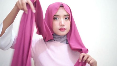 Tidak terasa ya Lebaran sebentar lagi. Tampil seperti apa ya saat Lebaran nanti?Cek tutorial hijab ala influencer dari Clozette Crew yang satu ini yuk!#ClozetteID #tutorialbyclozetteid