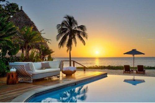 10 Resor Pantai yang Mewah nan Romantis