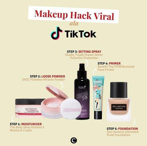 Tunjuk tangan yang hobi bereksperimen dengan makeup!🙋🏻♀️ kamu harus banget mencoba makeup hack ala TikTok yang sedang viral belakangan ini. Yuk, intip bagaimana caranya👀.Langkah pertama yang dilakukan tidak berbeda dengan step-by-step makeup pada umumnya, yaitu mengaplikasikan moisturizer. Perbedaan baru terlihat pada step kedua, bukannya mengaplikasikan primer atau base makeup, pada makeup hack ini kita langsung mengaplikasikan loose powder di seluruh wajah. Selanjutnya adalah menyemprotkan setting spray. Setelah cairan dari setting spray mengering dan menyerap sempurna,  langkah selanjutnya adalah mengaplikasikan primer pada seluruh wajah atau hanya pada t-zone sesuai kebutuhanmu. Akhirnya, langkah terakhir adalah mengaplikasikan foundation..Banyak yang bilang, makeup hack ini membuat tampilan lebih flawless, makeup menempel sempurna pada kulit, dan lebih tahan lama, lho! Tertarik mencoba, Clozetters? Atau ada yang sudah pernah mencoba? Bagaimana hasilnya pada kulitmu? Ceritakan di kolom komentar, ya!✨.#ClozetteID #ClozetteIDCoolJapan #ClozetteXCoolJapan