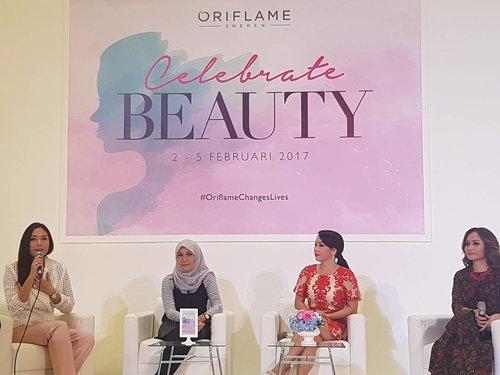 Oriflame Inspiring Women are on the stage. Bertatap langsung dengan perempuan-perempuan hebat inspiratif yang telah menginspirasi banyak perempuan Indonesia.  Salah satunya adalah @ayladimitri yang tidak hanya menginspirasi melalui style fashionnya, tapi juga pribadinya yang gigih. Ingin tau lebih lanjut? Lihat Instagram Live nya #ClozetteID yuk, Clozetters! #OriflameChangesLives