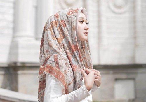 5 Pilihan Pattern Hijab dari Brand Fashion Lokal yang Cantik Dikenakan untuk Sehari-hari