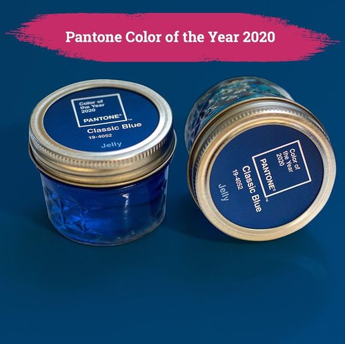 Pantone akhirnya merilis warna untuk tahun 2020 yaitu: Classic Blue yang dideskripsikan dengan rona biru elegan yang sederhana namun tak lekang oleh waktu..Let's start with 💙💙💙 first. 😉.📷 @pantone #Pantone2020 #ClozetteID