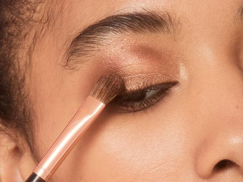 What Is an Eyeshadow Transition Shade?