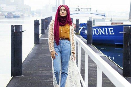 Ini Tips Padu-padan Hijab dan Denim Supaya Terlihat Modis