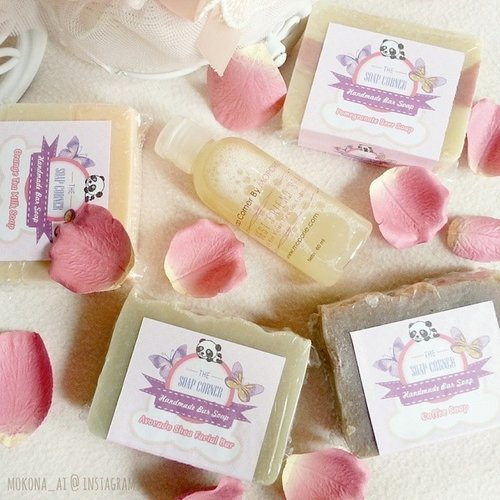 Happy mail from @moporie arrived today! 🎁👀💗 Thank you very much!!😘💕They're #handmade bar soap 「The Soap Corner」 and brush & sponge ... Read more →