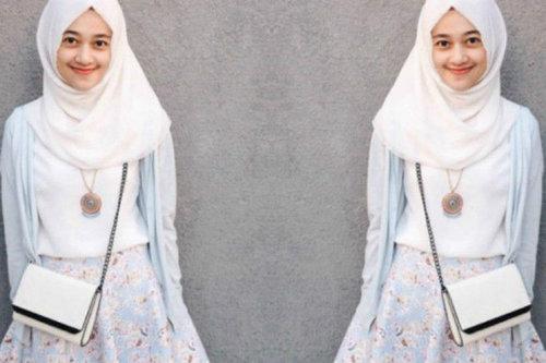 Memadukan Rok Mini untuk Busana Hijab? Begini Caranya