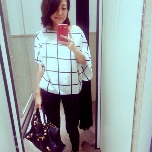 The kimono sleeve black & white top