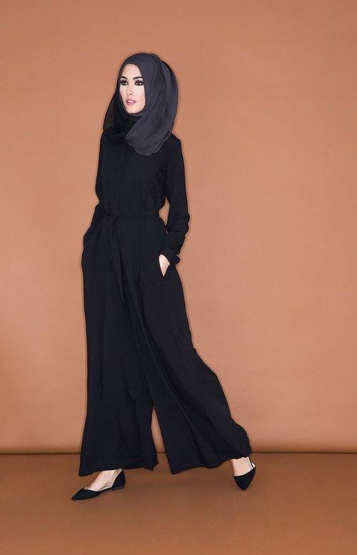 Vemale.com: Ragam Ide Outfit Jumpsuit dan Hijab yang Cantik
