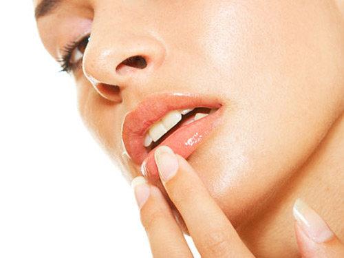 Cara Mencegah Bibir Kering Selama Berpuasa