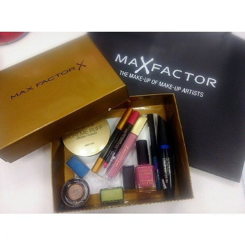 Early birthday present by beloved client. A box of glamour! #maxfactor #cosmetic #clozette #clozetteID