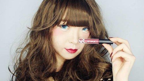 For me, happiness is a new lipstick! PAC - created by Marta Tilaar yang baru saja memperkenalkan koleksi Lip Cream terbarunya yang diberi nama Satin Lip Cream. . . . Aku sudah cukup lama menggeluti dunia makeup,  dan salah satu hal yang paling 'nay' selama aku berkecimpung dalam dunia per-makeup-an adalah bibir yang terlihat dry and cracking. As you know,  i'm a lippie junkie.  So,  menurutku selain mata - bibir juga merupakan area penting yg mampu menyampaikan makna.  Makanya,  nggak banget dong kalau hasil akhir makeup nggak maksimal hny krn bibir yg terlihat cracking. . . . Kemarin @pac_mt memberikan kesempatan untuk mencoba satu set racun warna-warni yang diberi nama 'PAC Satin Lip Cream'. . . . Overall,  these babies made my lips look so playful with finishing satin matte with no cracking and weightless sensation.  Fyi,  selama ini aku kurang suka dg produk Lip Cream krn membuat bibir terlihat kering dan terasa berat. Namun Berbeda dengan PAC Satin Lip Cream ini yg mampu memberikan hasil akhir satin-matte namun tetap lembab, ringan dan waterproof. . . . Let's check the swatch colour dari ke-7 warna uniknya di video singkat (➡ SWIPE ➡) . . . . Oh ya,  @pac_mt Satin Lip cream sedang ada promo lho,  kamu bisa mendapatkan produk-produknya di Shopee (link : http://bit.ly/PACSatinLipCream) . . . @PAC_mt X @sbybeautyblogger #ProfessionalArtistCosmetics #MarthaTilaar #SBBxPAC #sbybeautyblogger #sbbreview #Beauty#beautystagram  #beautyideas#beautyblogger #beautyinbeingunique#lips#lipstick#art #日本#モデル#メイク#ヘアアレンジ#オシャレ#メイク#かわいい #ootd#instastyle#girl#beauty#kawaii#コーディネート#ファッション#コーディ#ガール #clozetteID