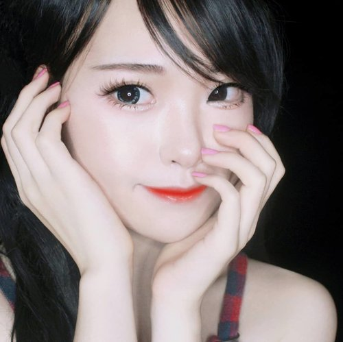 Karena akhir2 ini Yuki banyak banget dikirimin K-Beauty products dari berbagai Korean Beauty Brand (skincare & makeup) ; sedikit banyak Yuki juga ter-influence dgn K-Beauty makeup style yg berfokus pada dewy-glowing-skin, straight eyebrow, ombre lips & eyelook minimalis dengan sidebangs. Simple, feminine, and sweet..Product i used :.👉 Moonshot Multi Protection Tinted Moizturize👉 Moonshot Micro Setting Fit Cushion *101 Ivory👉 Karadium Smudging Moisturizing Long Lasting Lip Tint Stick *02. Apple Red 👉 Etude House Drawing My Eyebrow *brown👉 Etude House Drawing Show Brush Liner.Disini, untuk base makeup Yuki cuma pakai primer & cushion dg hasil akhir dewy tanpa tambahan powder lagi. Trust me, 2 produk andalan dari moonshot ini bagus gilak. Primernya multifungsi, merangkap sebagai toneup cream juga. Sementara cushionnya bener2 nge-cover dosa2 di wajah.Buat yg demen ombrean Yuki saranin nyobain produk dr Karadium, ada aplikator khusus utk membaurkan liptint sticknya jadi lebih praktis. Selanjutnya utk eyelook, duo combo dr Etude House selalu jd andalan,  tapi biasanya Yuki juga suka pakai produk2nya banila.co ❤️.Udah,  sesimple itu emang. Ga ditambahin apa2 lagi. Selebihnya, kondisi kulit kudu sehat, karena Korean look itu berfokus pada makeup minimalis dan menonjolkan kecantikan kulit. Kapan2 Yuki share Korean Skincare Products favorit Yuki....#KoreanBeauty #Korean #Kbeauty#flawlesskin #makeup #kawaii #kawaiigirl #beauty #style #girls #fashion #japan #モデル#メイク#ヘアアレンジ#オシャレ#メイク #ファッション #ガール #かわいい #IndonesianBlogger #BeautyBlogger #可愛い #かわいい #ClozetteID #cchannelbeautyid #beautyinfluencers #beautybloggers
